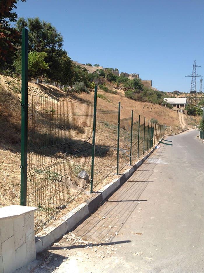 Качественный забор из прутьев