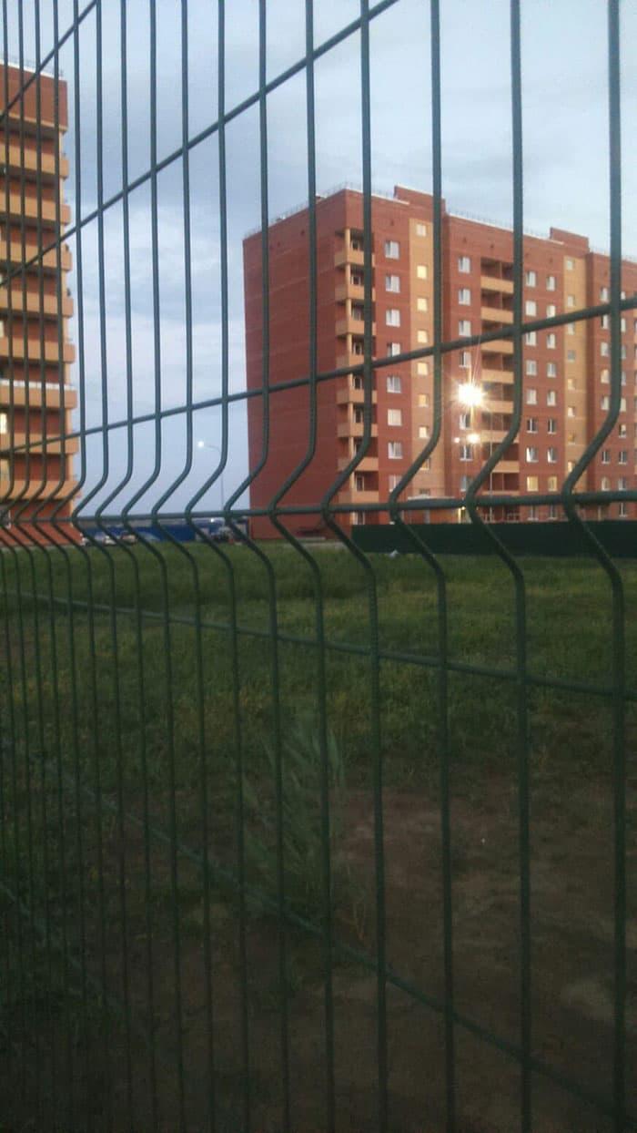 забор для многоквартирного дома www.3d-perimetr.ru